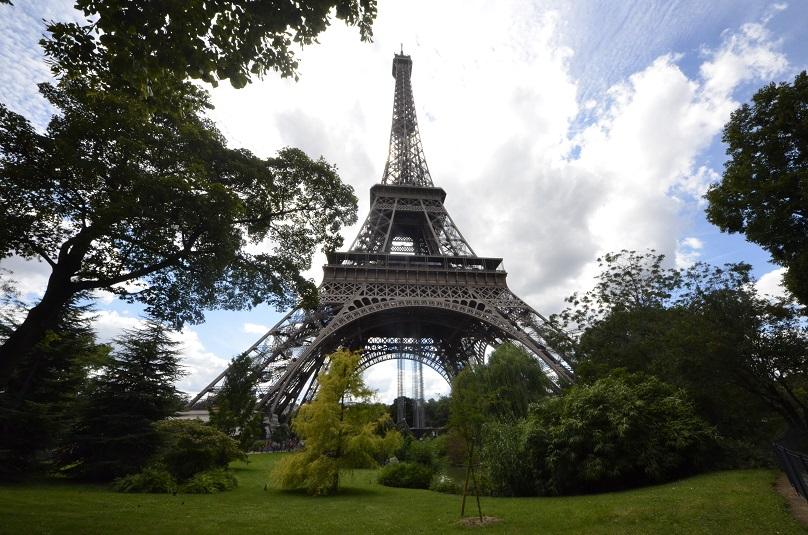 Paris'te saldırı ihbarı!