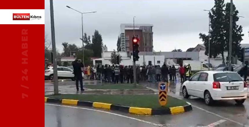 Kıbrıslı Türkler yol kapattı!