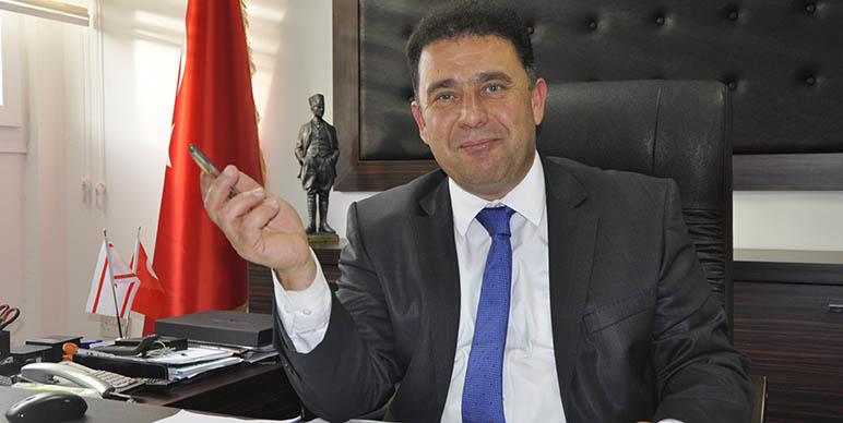 """Saner: """"Mustafa Akıncı başaramadı"""""""